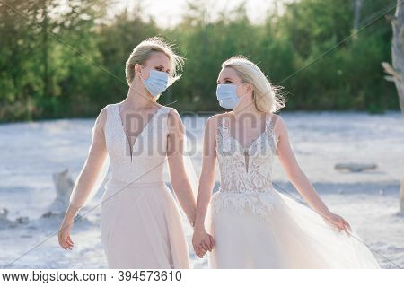 Lesbian Couple Wedding, Wear Masks To Prevent Epidemic Covid-19