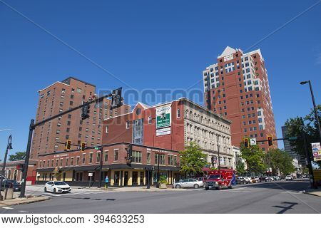 Manchester, Nh, Usa - Aug. 29, 2019: Historic Commercial Buildings On Elm Street At Merrimack Street