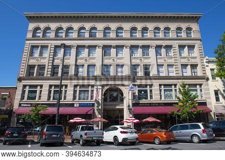 Manchester, Nh, Usa - Aug. 29, 2019: Historic The Beacon Building On Elm Street Near Merrimack Stree