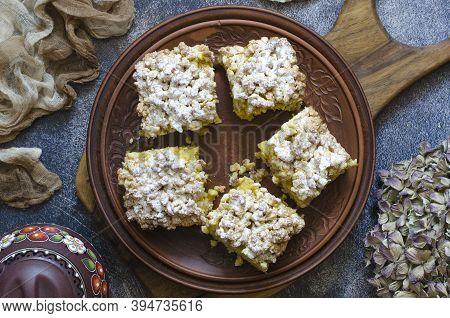 Vegan Crumble Pie With Lemon And Powdered Sugar