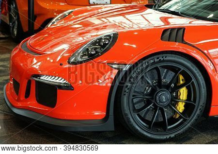 Wilmington, Delaware, U.s.a - October 6, 2019 - The Side View Of A Bright Red 2019 Porsche 911 Gt3 R