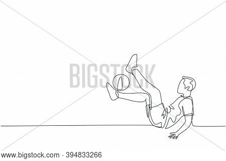 One Single Line Drawing Of Young Happy Man Perform Soccer Freestyle Juggling With Shinbone At The Ci