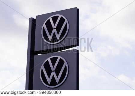 Bordeaux , Aquitaine / France - 11 08 2020 : Volkswagen Dealership Sign And New Modern Logo Front Of