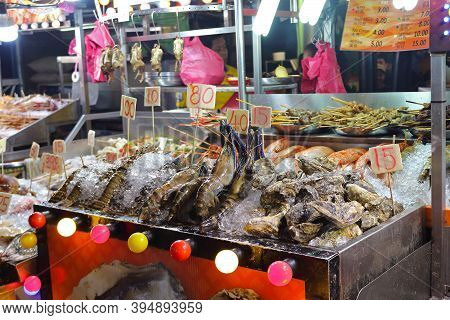 Kuala Lumpur, Malaysia - Mart 15, 2019: Seafood On Jalan Alor Food Street In Kuala Lumpur City. Cuis