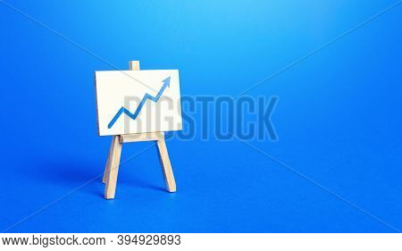Easel And Up Arrow Chart. Concept Of Success, Growth And Performance Improvement. Statistics And Bus