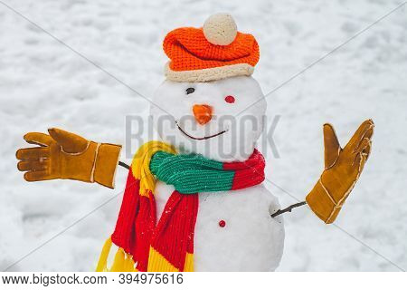 Snowman And Snow Day. Snowman In A Scarf And Hat. Greeting Snowman. Merry Christmas And Happy Holida