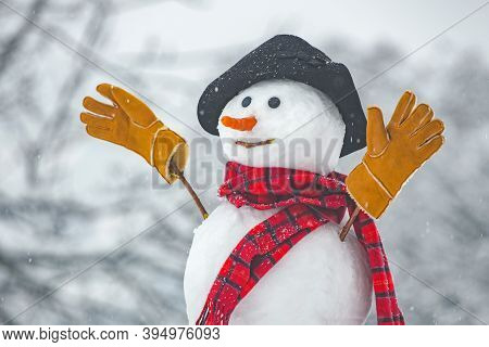 Happy Funny Snowman In The Snow. Snow Man In Winter Hat. Snowman Outdoor. Funny Snowmen. Cute Snowma