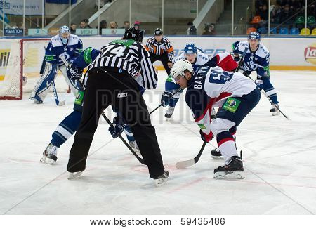 Milan Bartovic (61) On Faceoff