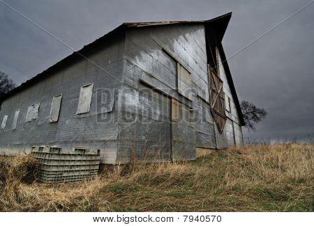 Barn on the Horizon