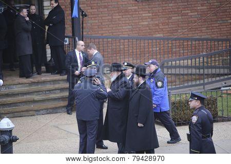 Chabad rebbe arrives at mortuary