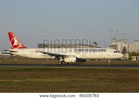 Frankfurt Airport - Airbus A321-231 Of Turkish Airlines Takes Off