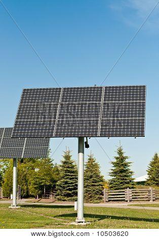 Sonnenkollektoren In einem öffentlichen Park - Alternative Energie