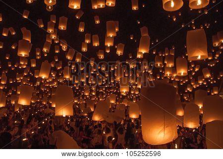 Chiang Mai, Thailand - November 24, 2012: Tourists Launching Khom Loi In Loi Krathong Festival. Loi