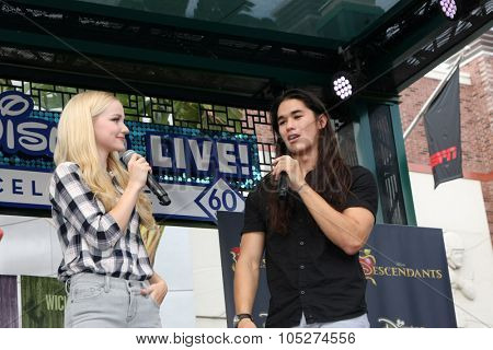 LOS ANGELES - OCT 17:  Dove Cameron, Booboo Stewart at the Stars of