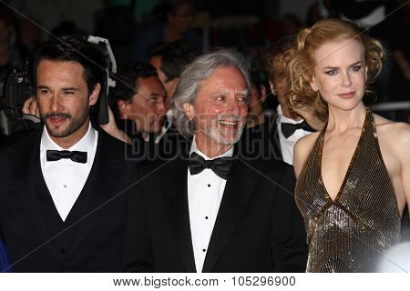CANNES, FRANCE - MAY 25: Nicole Kidman, Philip Kaufman attend the 'Hemingway & Gellhorn' Premiere during the 65th  Cannes Film Festival at Palais des Festivals on May 25, 2012 in Cannes, France.