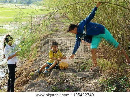 Asian Children, Bong Dien Dien, Sesbania Sesbana, Mekong Delta