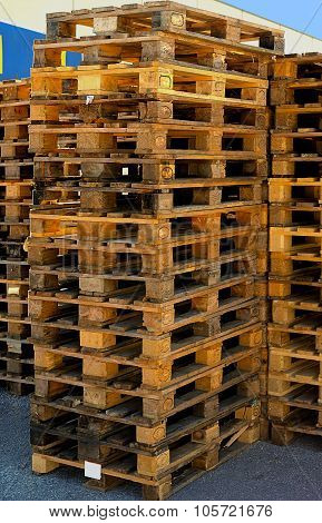 stock of old manufactured wooden euro pallets