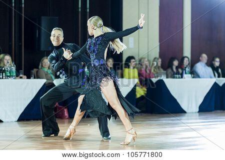 Minsk,belarus-september 27,2015:sazin Artem And Sosnovska Valeriia Perform Youth Latin-american Prog