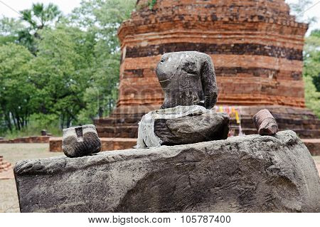 No Head Budda Statue