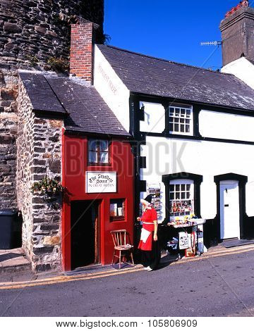 Smallest house in Britain, Conwy.