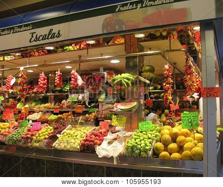 Inside Olivar market