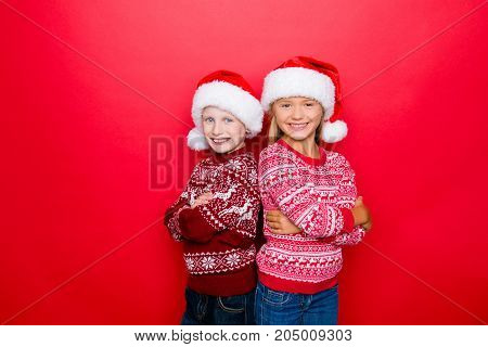 Small Adorable Charming Relatives Grin, Bonding In Traditional X Mas Knitted Clothing, Jeans, Posing