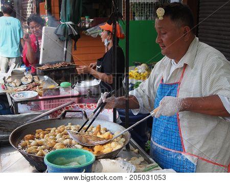 The Making Of  White Sponge Cake, Pa Tong Go , Oil Pastry From Bangkok Morning Market. 21Th Septembe