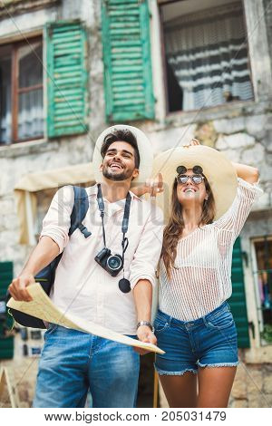 Tourist couple enjoying sightseeing and exploring city
