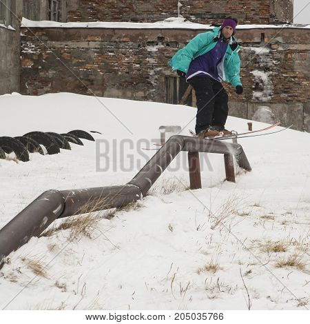 A freerider, ready to jumping from a pipe