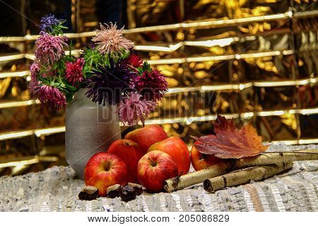 Autumn still life / Apples and asters