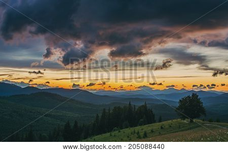 Mountain landscape. Sunset. Dusk sky. Dramatic and picturesque evening scene. HDR foto