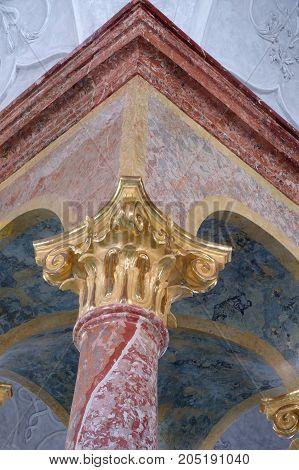 column head baroque detail historic religion architecture