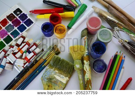 drawing, paint, brush, creativity, art, painting, palette, pencil, school, knowledge, education, learning, multicolored, cans, watercolor, ink, office supplies, artist, paint art, objects, background, paintings, oil paint, colored pencils, pastels, crayon