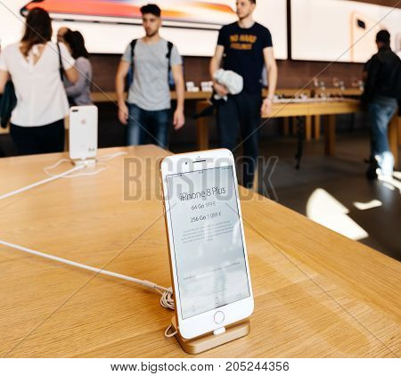 New Iphone 8 And Iphone 8 Plus In Apple Store With Iphone Prace
