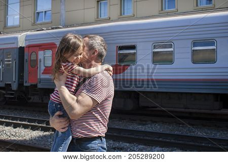 The long-awaited meeting of the father and daughter on the platform of the railway station