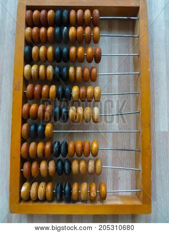 The old abacus, with the help of which produced all mathematical calculations in the middle of the last century.