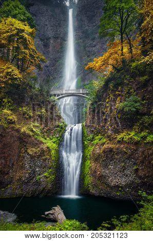 Long Exposure photography of the Multnomah Falls
