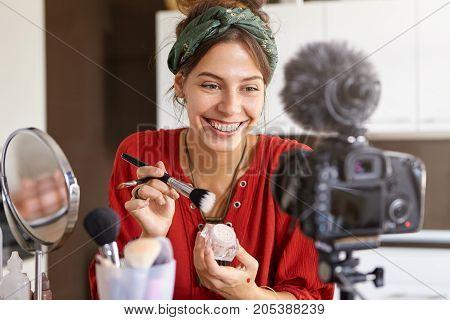 Horizontal Shot Of Popular Female Beauty Blogger Presenting Video Tutorial, Doing Bridal Make Up Usi