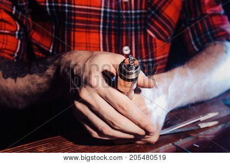 The Process Of Servicing The Mechanical Vape Device. Master Replace Wire For Smoking. Ecig Rapairing
