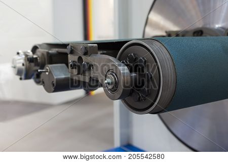 Wire processing machine for wire lapping ; close up