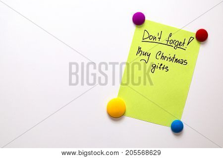 Fridge note with the text: Don't forget! Buy christmas gifts