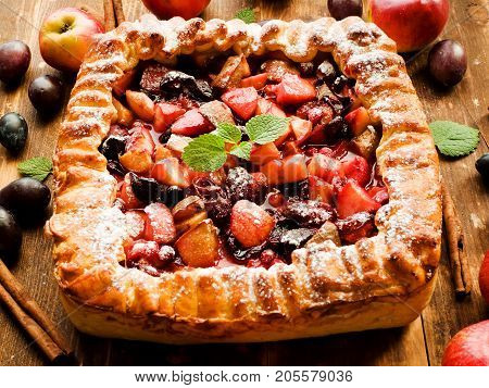 Sweet Apple Plum Pie