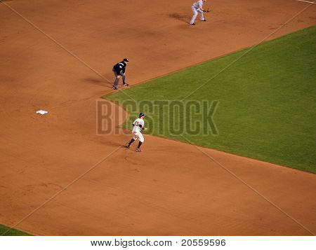 Giants Cody Ross Takes Lead From Second Base