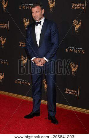 LOS ANGELES - SEP 9:  Liev Schreiber at the 2017 Creative Emmy Awards at the Microsoft Theater on September 9, 2017 in Los Angeles, CA
