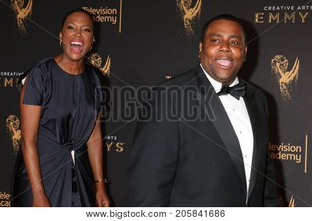 LOS ANGELES - SEP 9:  Aisha Tyler, Kenan Thompson at the 2017 Creative Emmy Awards at the Microsoft Theater on September 9, 2017 in Los Angeles, CA