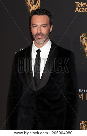 LOS ANGELES - SEP 10:  Reid Scott at the 2017 Creative Arts Emmy Awards - Arrivals at the Microsoft Theater on September 10, 2017 in Los Angeles, CA