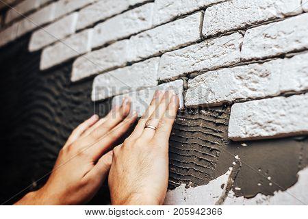 Facing Wall Decorative Tiles, Workers Making Brick Wall