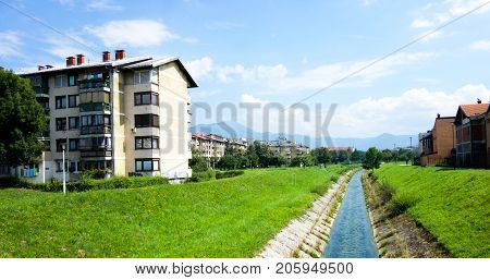 Apartment buildings with bullet holes in Bosnia and Herzegióvina