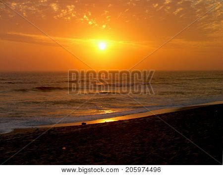 BRILLIANT GOLDEN RED OF THE SUN SETTING ON THE HORIZON 03d