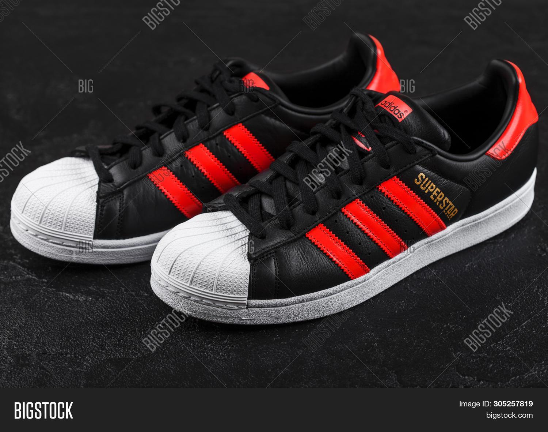 adidas superstar black red stripe